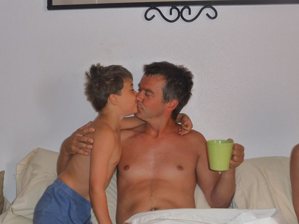 Kisses for Daddy, holiday 2009