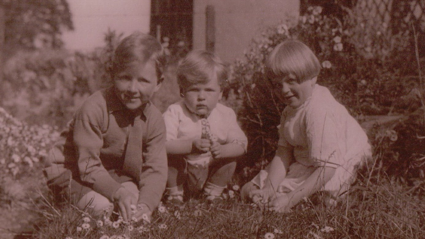 Rod as a young child with elder twin siblings Neil and Janet