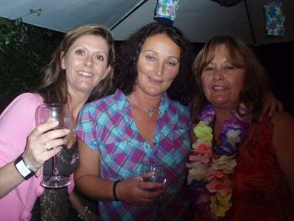 Jeannette, Mum and Bobs - Hawaiian Party
