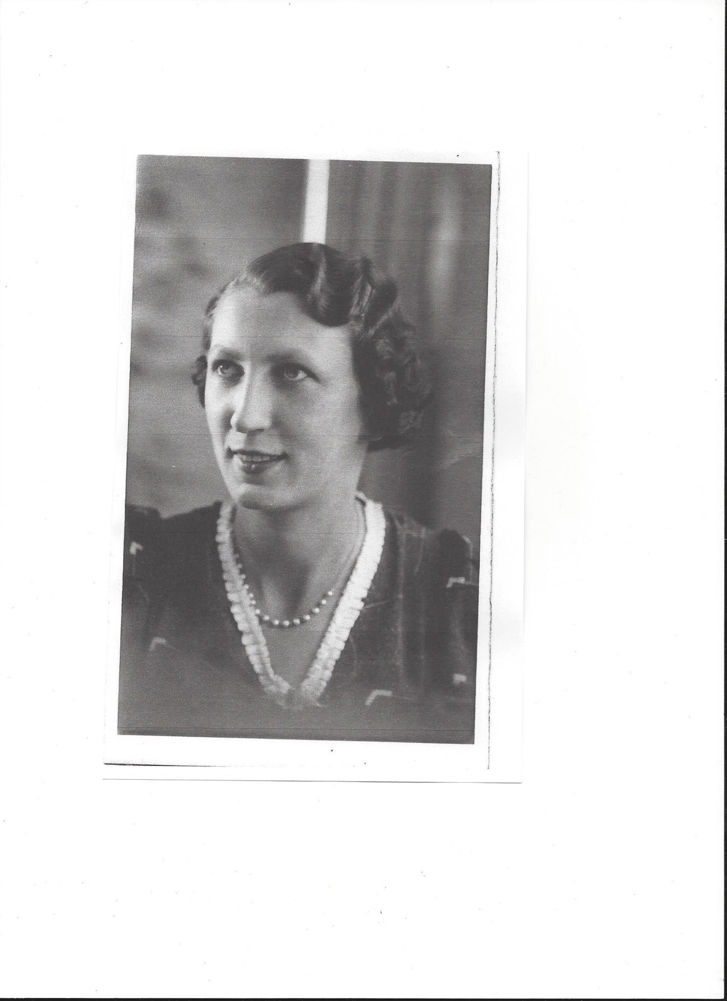 Mum 1.7.1939 (larger photo)