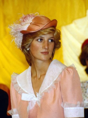 princess diana on her going away honeymoon outfit in australia