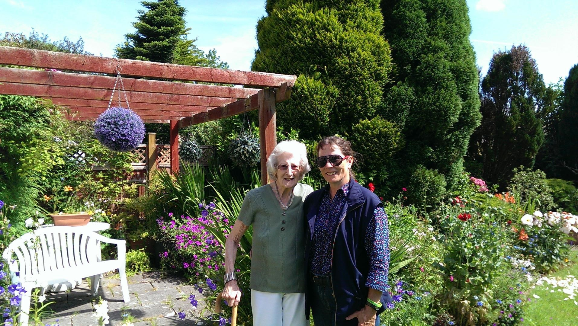 Lorna with her Canadian cousin's daughter, Win in her Chapel Close garden