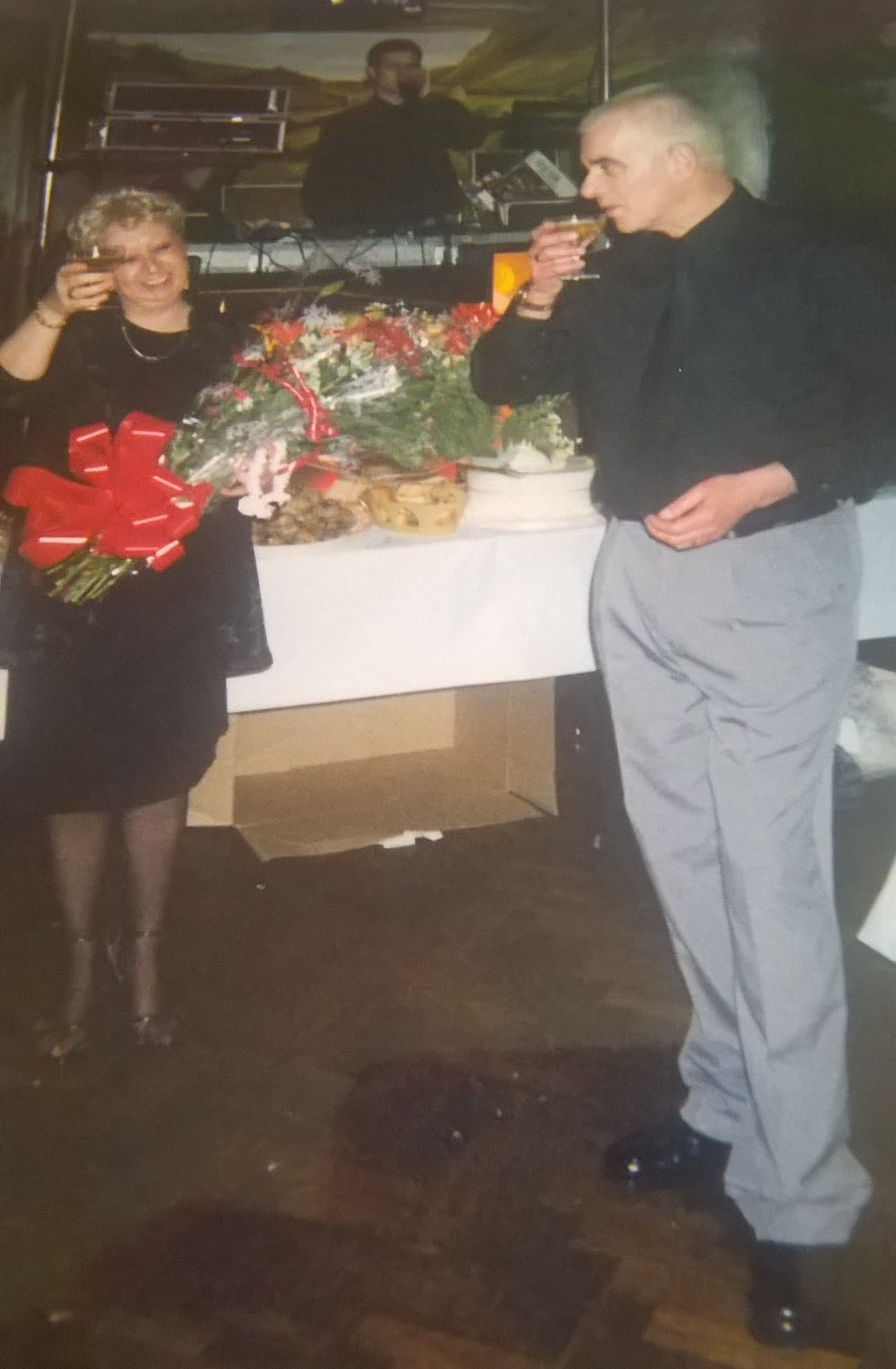 mum and dad's silver wedding anniversary party, surprised mum with flowers