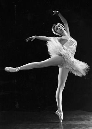 Annette Page-Swan Lake-Credit-Houston Rogers
