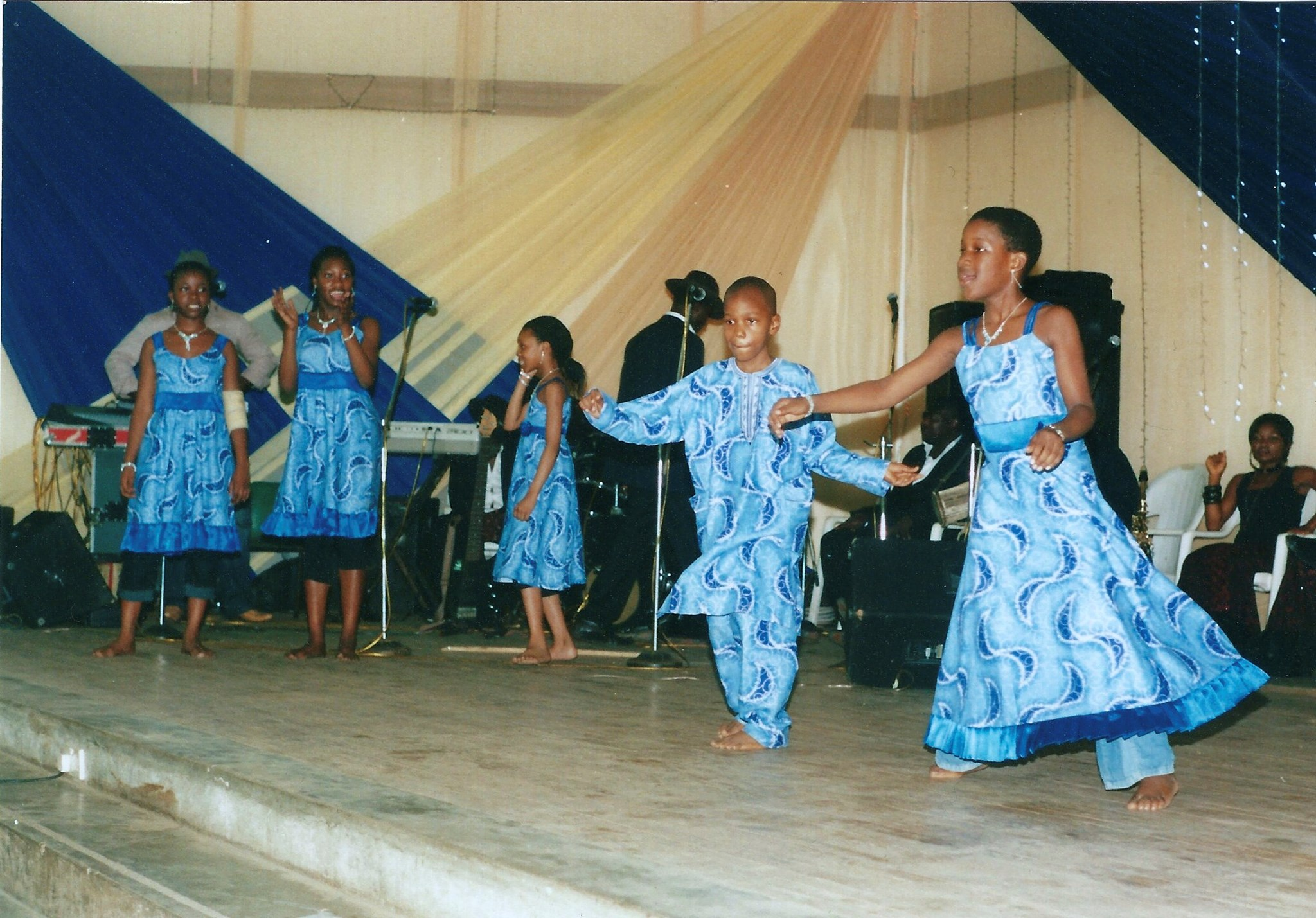 Oreofe & Adeoto, Iyetade's children - a special dance for granny's birthday