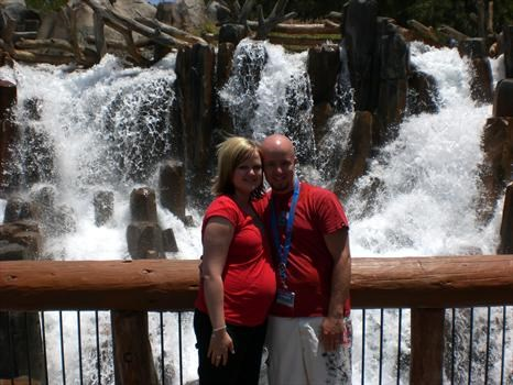 mommy and daddy in Disneyland 7 months pregnant