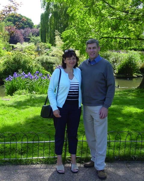 Gill & Andrew in Regents Park - May  2002