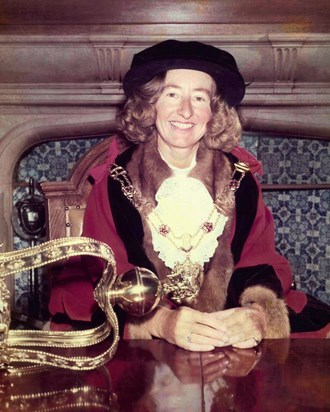 Ann Spokes Symonds. Lord Mayor of the Oxford 1976 77