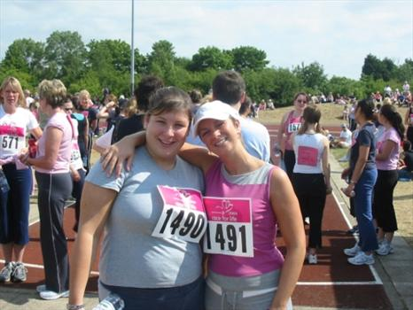 Sam with her friend Debbie before the race