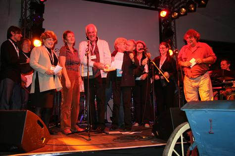 Deidre singing with the chairpersons at the Cartoon Forum in Denmark