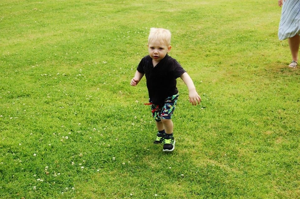 Saxon running after his brothers balloons :)
