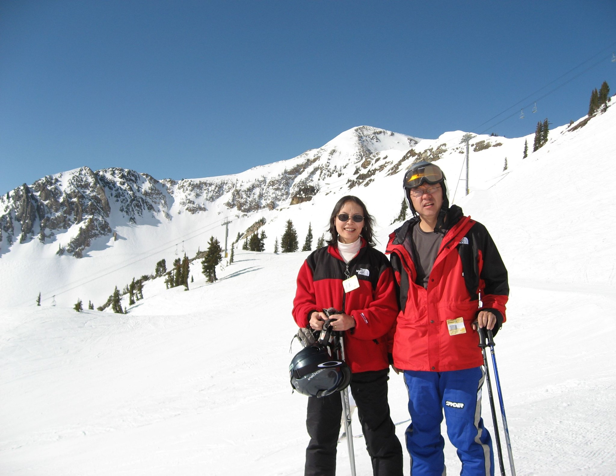 Wenbo skiing with his wife