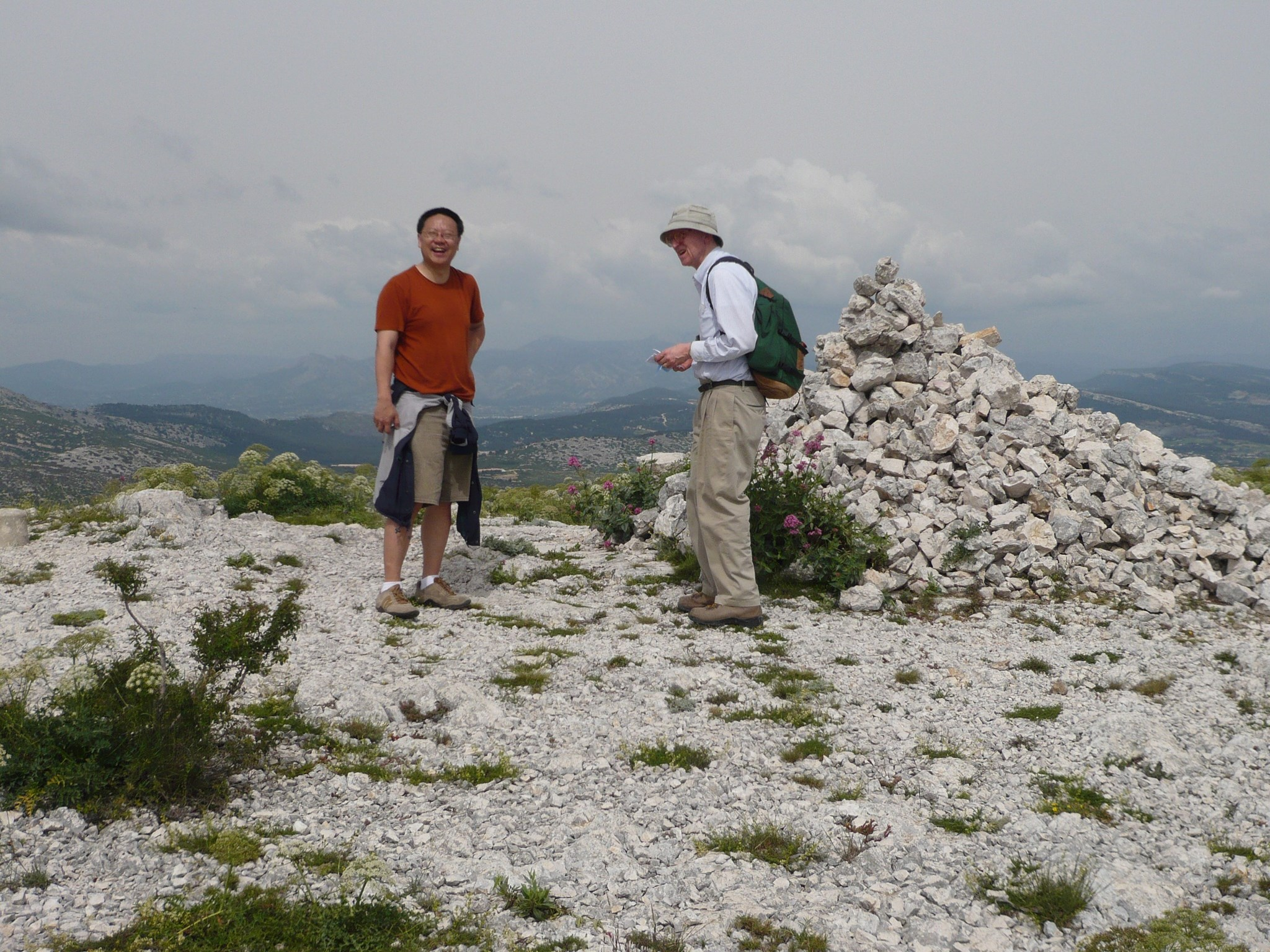 Wenbo Li & Dick Dudley, Luminy hike -2008;  Jon Wellner photo