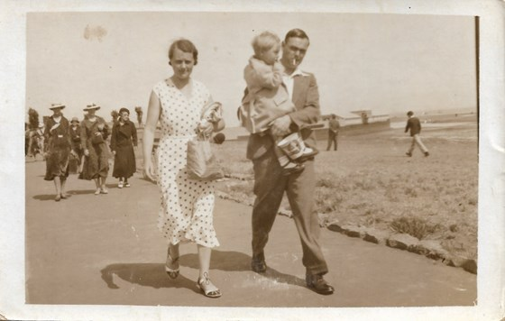1934 1936 Father with his Mother (Nora) and Father (William) aged 1 3