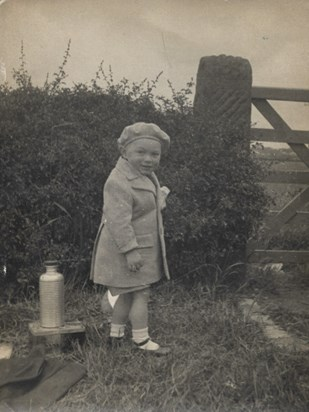 1935 1937 Father estimated aged 2 4
