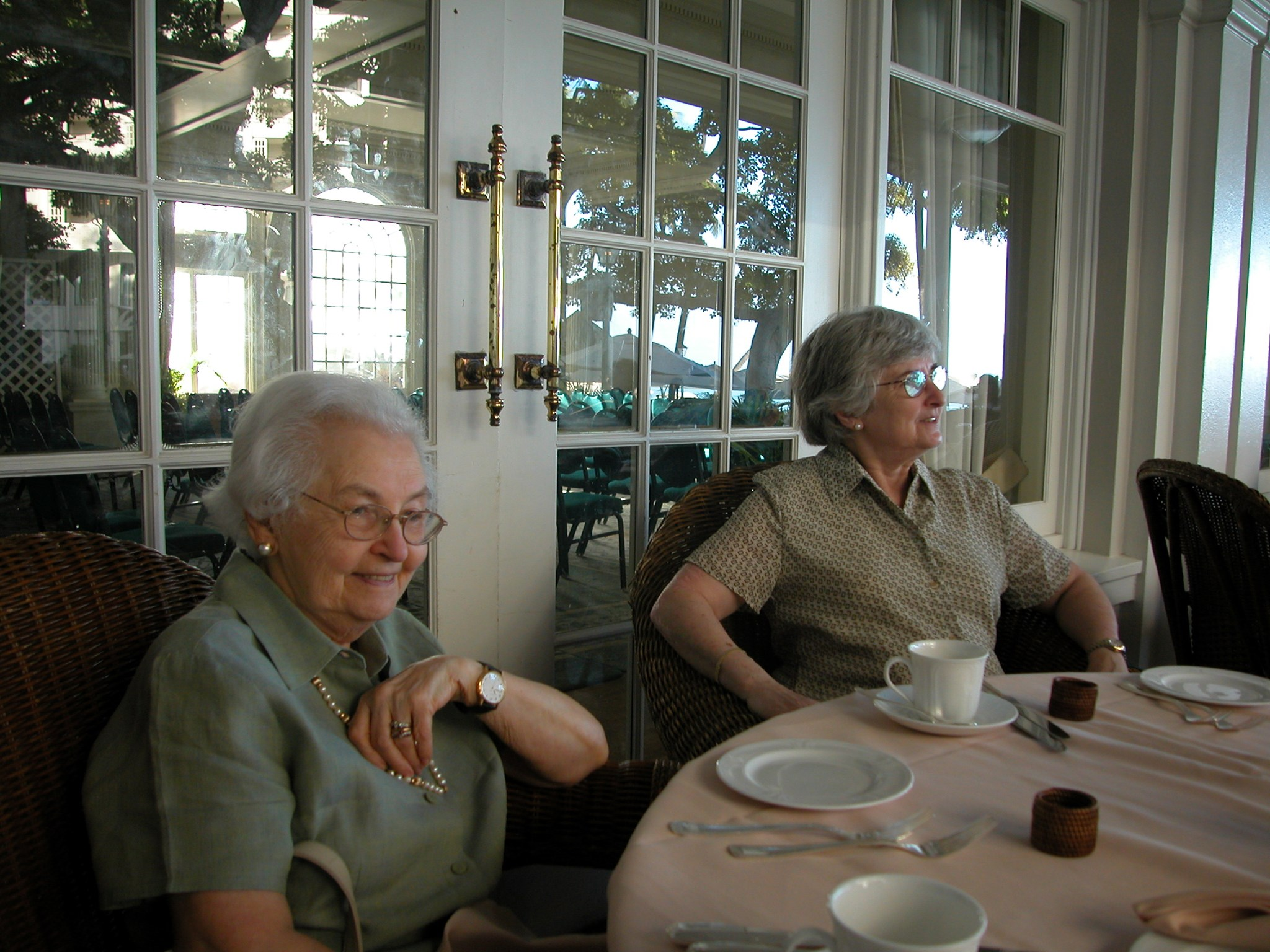 2003 January: Breakfast on the Lanai at the Moana Surfrider in Honolulu, Hawaii