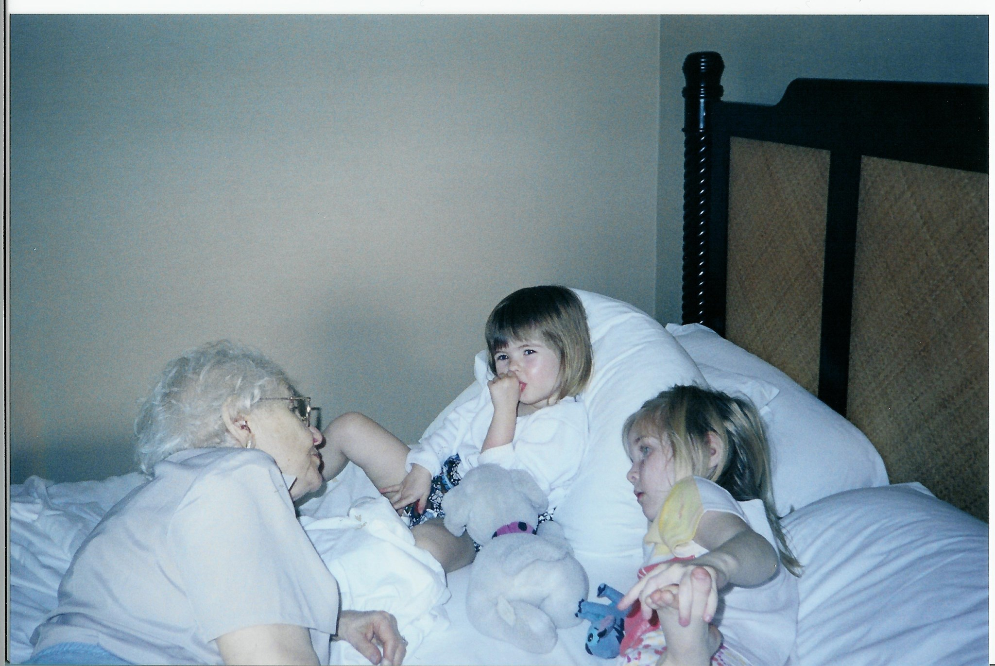 2003 January: Hawaii with Nano, Julia, Sydney (Nano's Great Granddaughters)