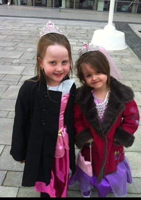 elodie and Evie