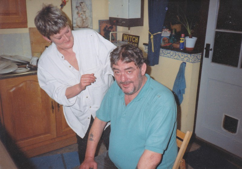 Both sozzled, Allison gives Fraz a haircut. At last a date - 1999.