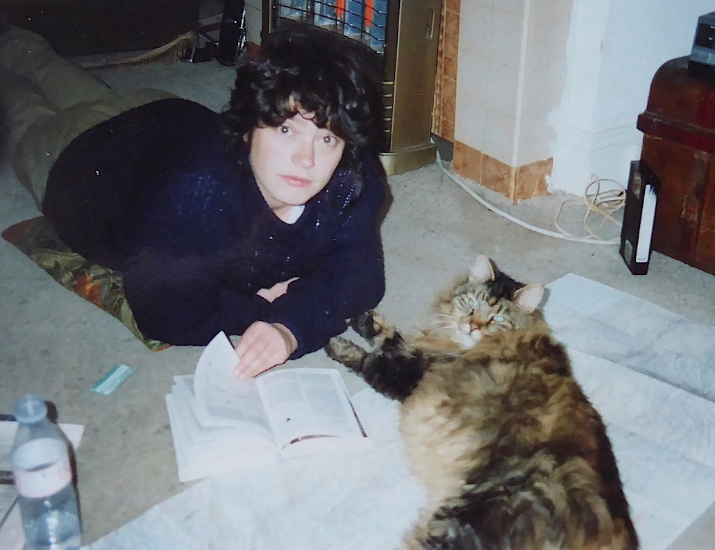 Carole and Angus Maine coon map reading