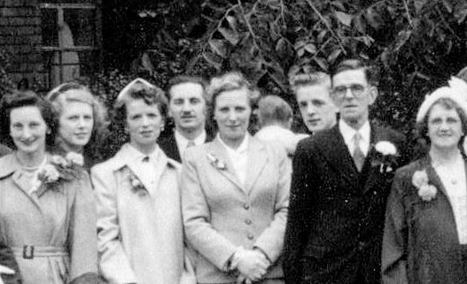 R-L Annie Unwin, Herbert Unwin, Amy & Thelma with Eric in between!