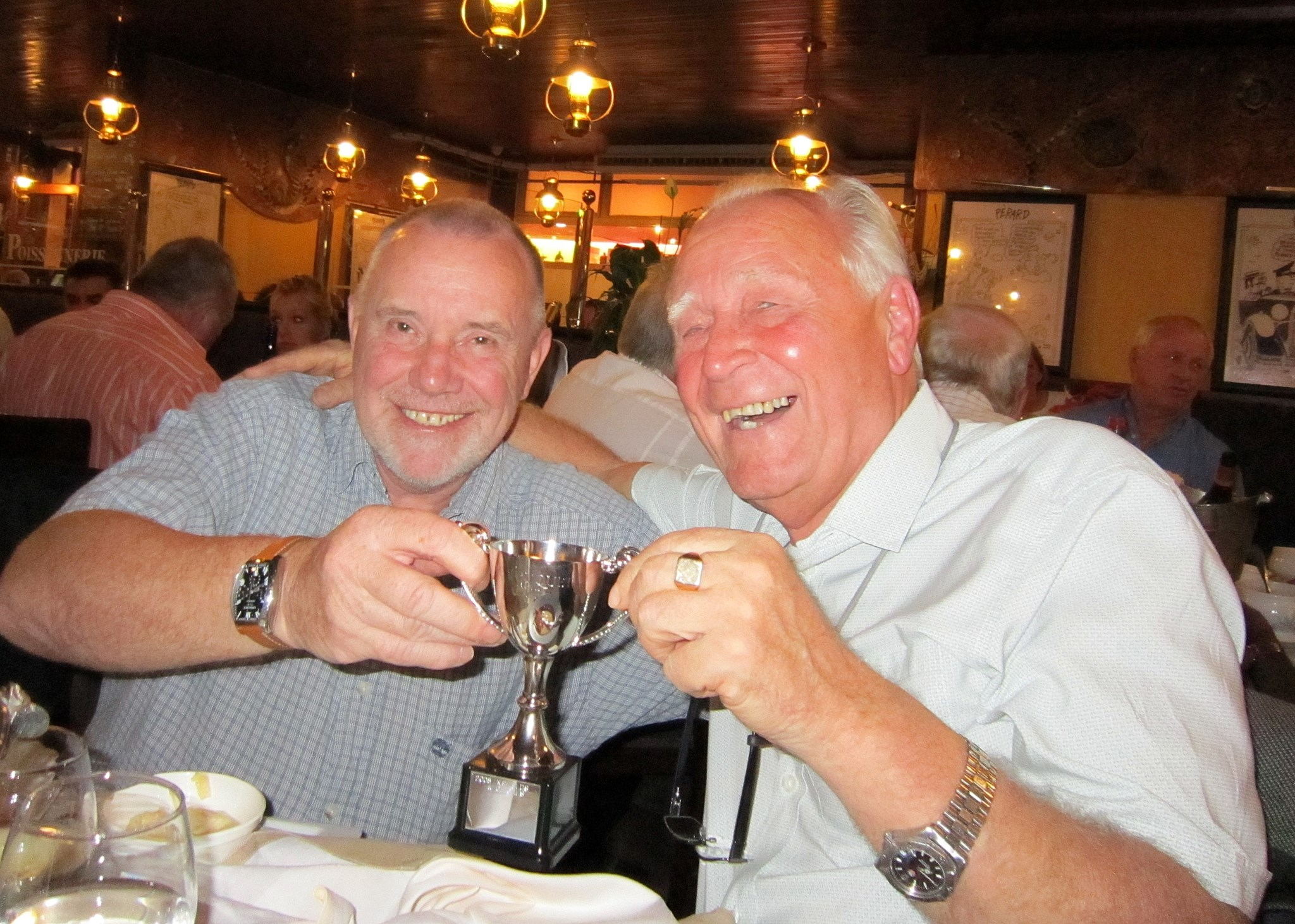 Graham handing Hughie the 2009 Le Touquet Cup. A very worthy winner!