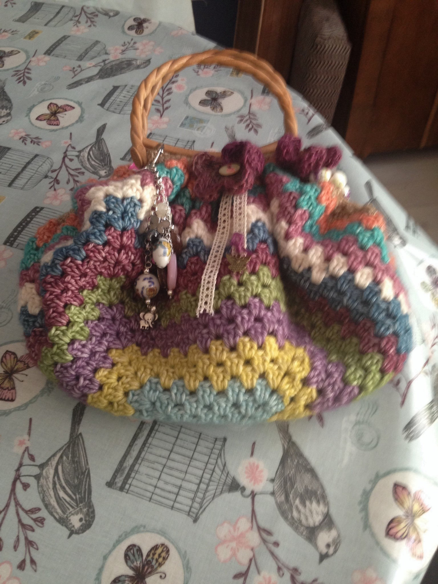 The fat bottomed bag......made from leftover Scheepjeswol.........another bit of Wink lives on. Xxxx