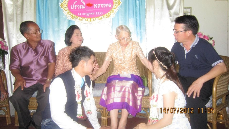 July 2012 - Pol & Bla's wedding - Dorothy blessing couple - Chao on right