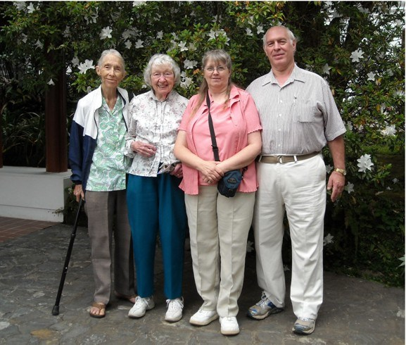 Dorothy, Vivian (sister-in-law), Becky & Jerry (nephew) Uhlig 2008