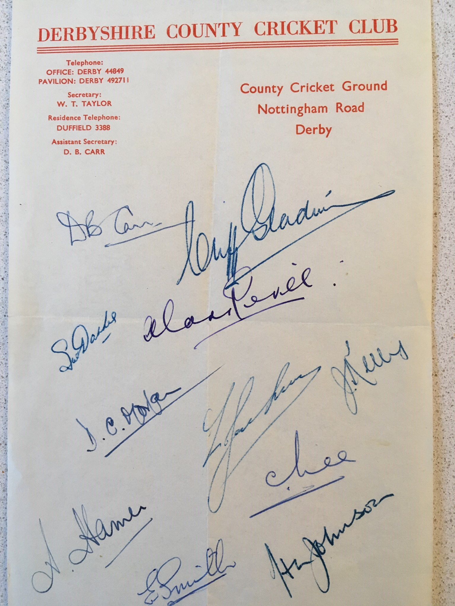 Derbyshire CCC 1950s Official sheet on County letterhead, signed by 11 players