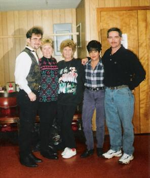 CHRISTMAS IN 2001 MARK ,BECKY,MOTHER,CHARLOTTEAND BILLY