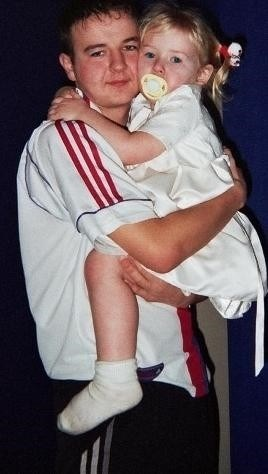 i Love my uncle george! Aawww how cute do they both look (George & Melissa) <3