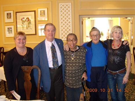 Williamstown Inn - Mom and Dad with friends