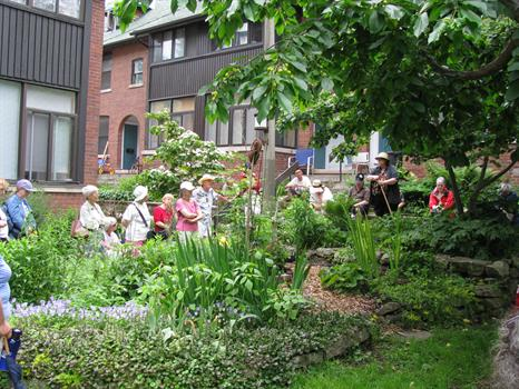 Dagmar storytelling in the Bain gardens 2008 - photo by Susan Gulley