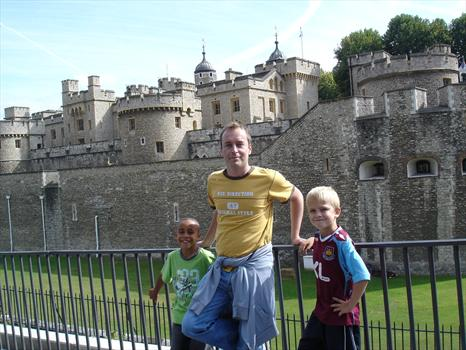 September 2007 - Paul, Liam and Ross at the Tower of London