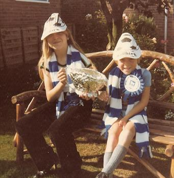 1978 Ipswich Town won the FA Cup - Tracey and Paul in Auntie Pat's garden