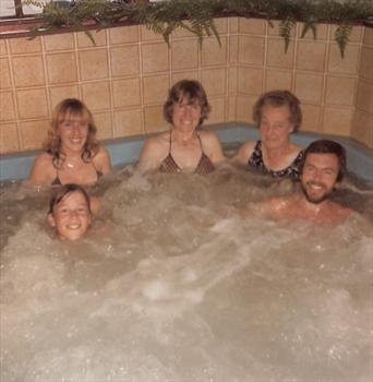 August 1984 - The jacuzzi at Potters Holiday Camp, Hopton, Norfolk