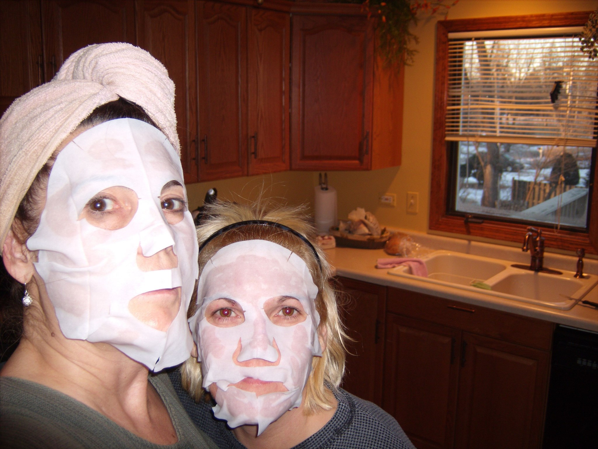 N.Years Eve 2009  -  R & R doing facials