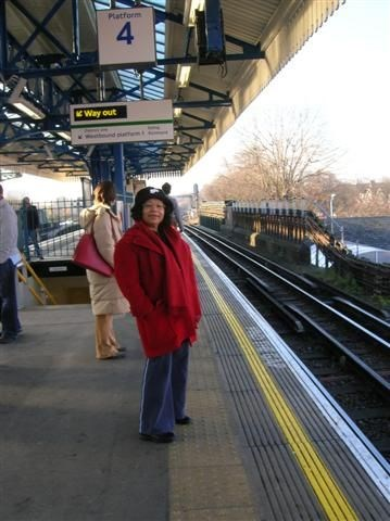 Claudia going to London Centre with Suzanne in december 2005.