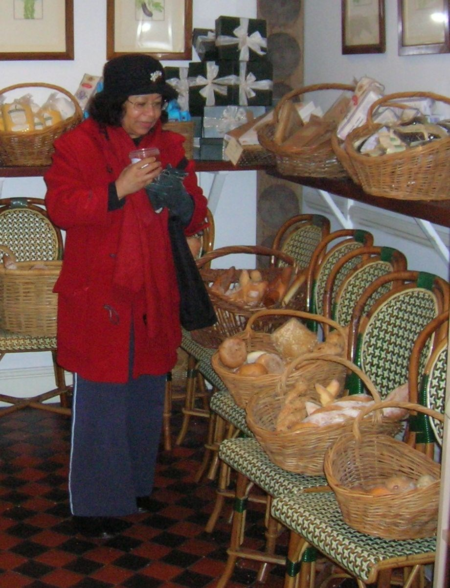 Buying goodies in a bakery in London with Suzanne, december 2005 (Sally Clarkes, a favourite haunt)